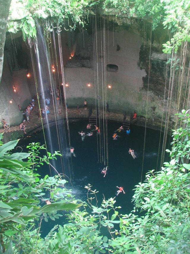 cenote-323147_1280